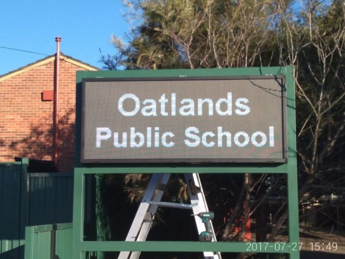 P8-1.67m x0.7m-outdoorledsign-oatlands-public-school