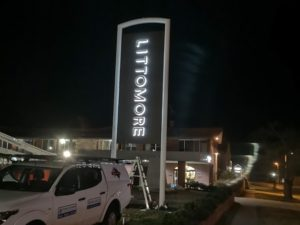SYDNEY-LED-SIGNS-ILLUMINATED-SIGN-OUTDOOR-HOTEL